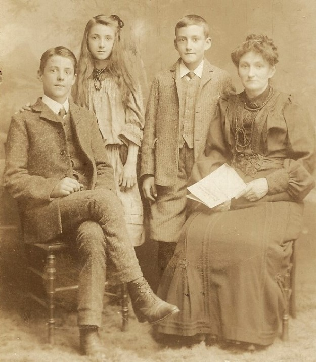 Tom,_Fred_and_Edith_with_mother_1909_'Taken_soon_after_Father_died' (3)