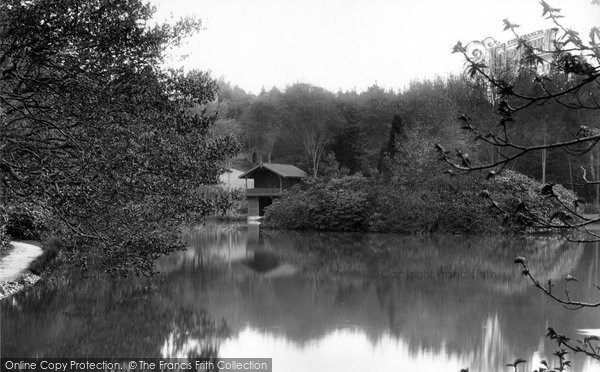 bagshot-pennyhill-park-lake-and-boathouse-1909_61376