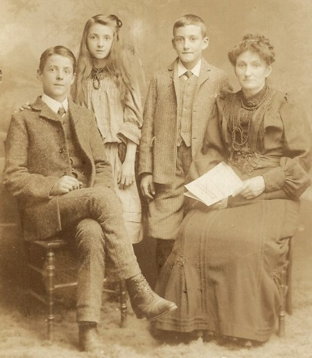 tom_fred_and_edith_with_mother_1909_taken_soon_after_father_died-3